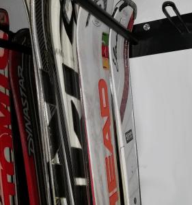 Guarda esquís 12 y 12 detalle fila